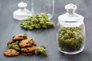 a jar of weed where they know how to store cannabis edibles